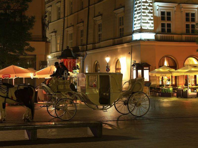 a picture of horse carriage in Krakow