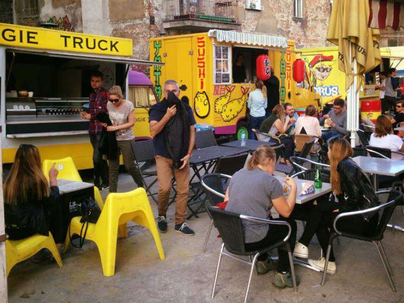 picture of krakow food trucks in kazimierz