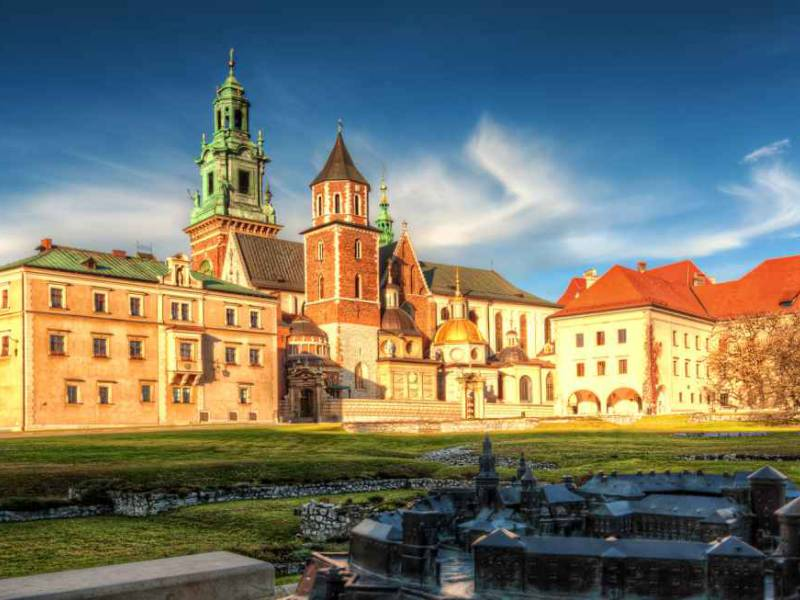 a picture showing wawel castle